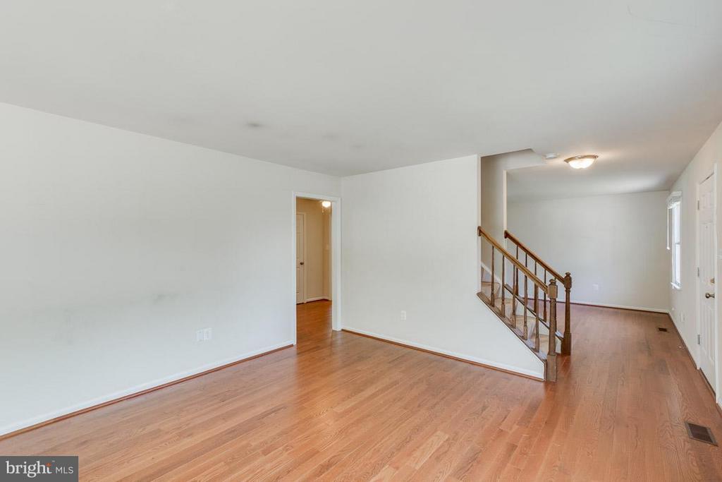 Family Room - 1305 CONESTOGA CT, MOUNT AIRY