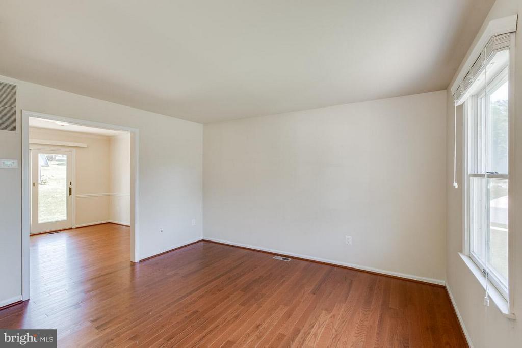 Living Room - 1305 CONESTOGA CT, MOUNT AIRY