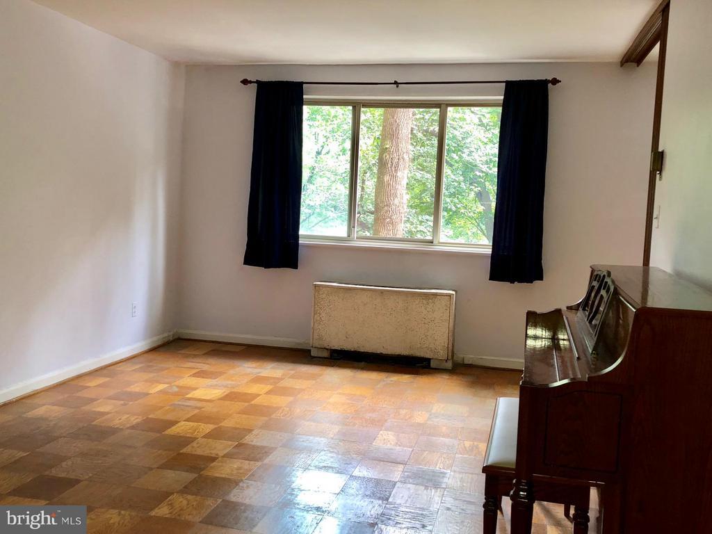 Living Room - 2710 MACOMB ST NW #207, WASHINGTON