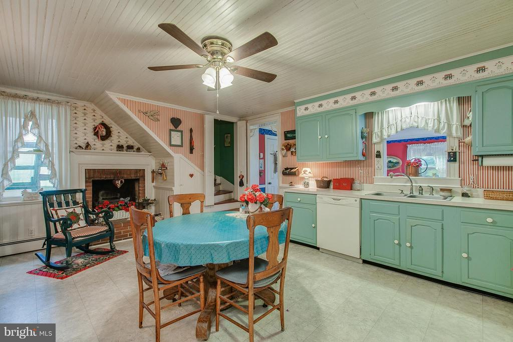 Open kitchen with plenty of cabinetry - 11029 OLD ANNAPOLIS RD, FREDERICK
