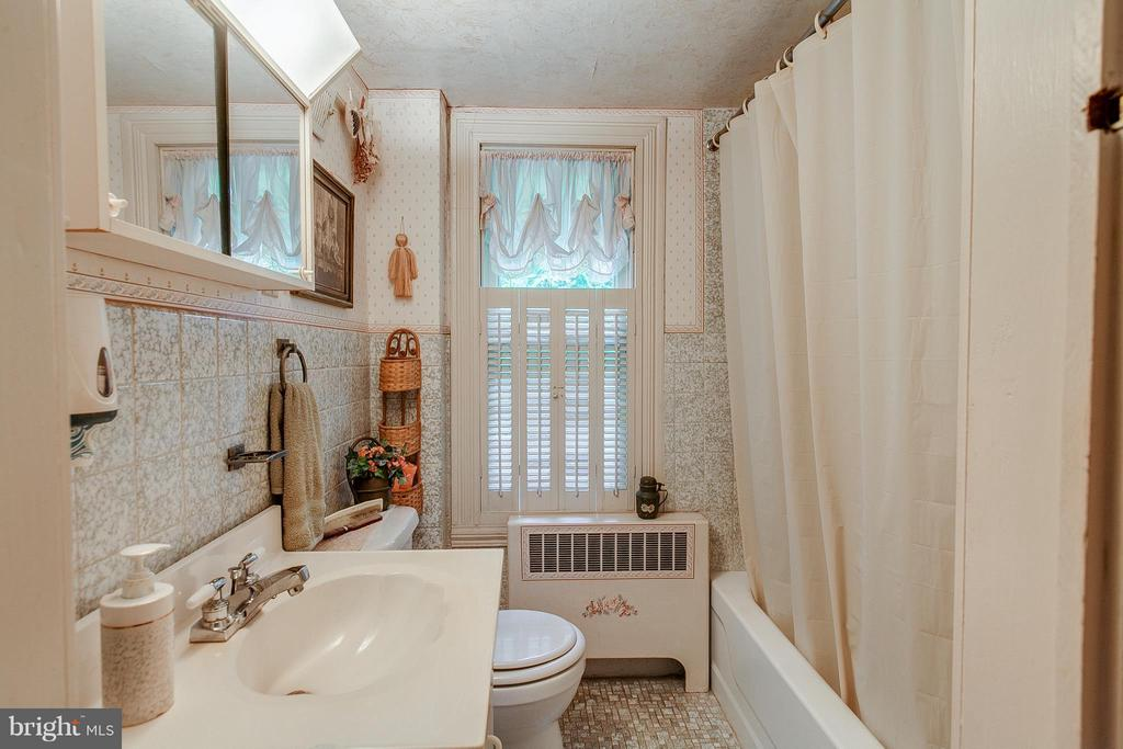 1 of 2 full baths upstairs - 11029 OLD ANNAPOLIS RD, FREDERICK