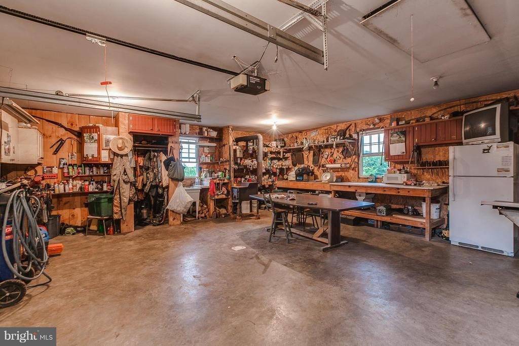 24X24 workshop with wood stove - 11029 OLD ANNAPOLIS RD, FREDERICK