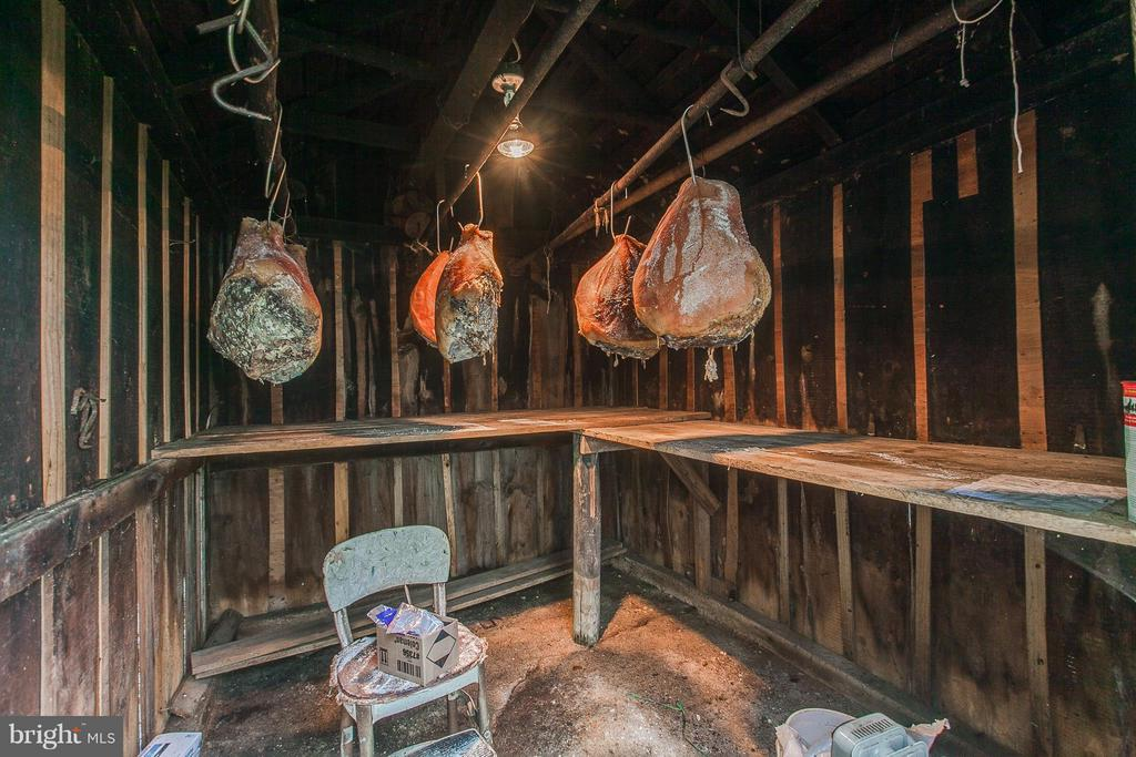 Hams in Smoke House - 11029 OLD ANNAPOLIS RD, FREDERICK