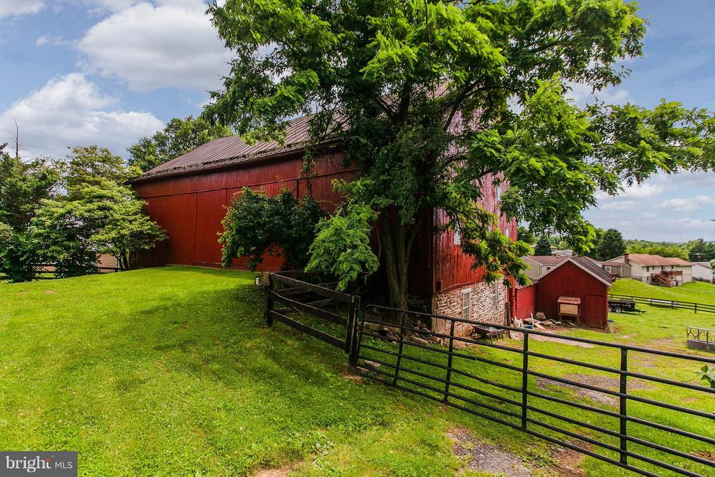 70 X 40 Barn in great condition - Chestnut - 11029 OLD ANNAPOLIS RD, FREDERICK