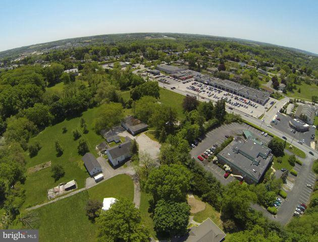 Retail for Sale at York, Pennsylvania 17403 United States