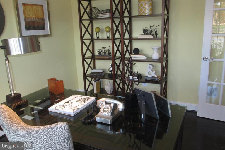 FLEX ROOM FOR HOME OFFICE OR CRAFT ROOM - 17345 OLD FREDERICK RD, MOUNT AIRY