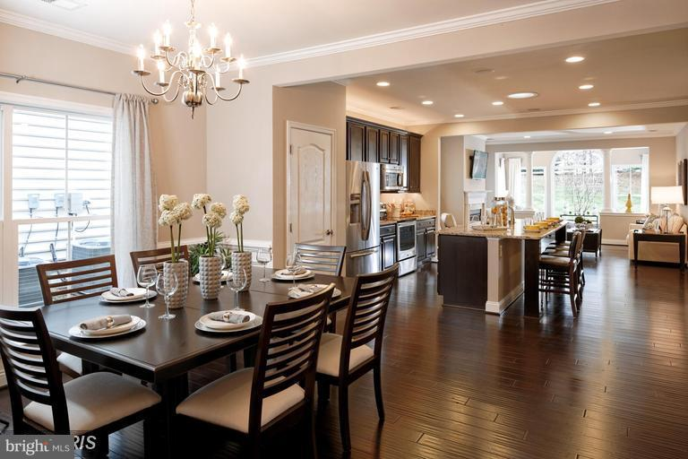 DINING SPACE FOR FAMILY AND FRIENDS - 17345 OLD FREDERICK RD, MOUNT AIRY