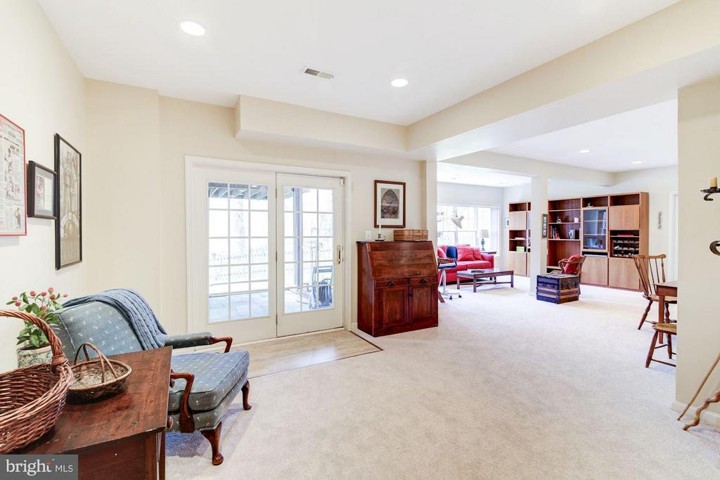 Walkout Lower Level to Patio - 1320 ALDBURY WAY, RESTON
