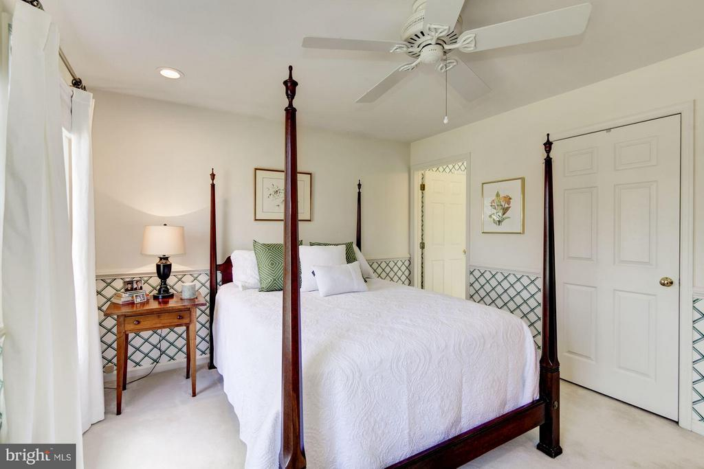 Bedroom #4 is ensuite has private bath & wic - 1320 ALDBURY WAY, RESTON