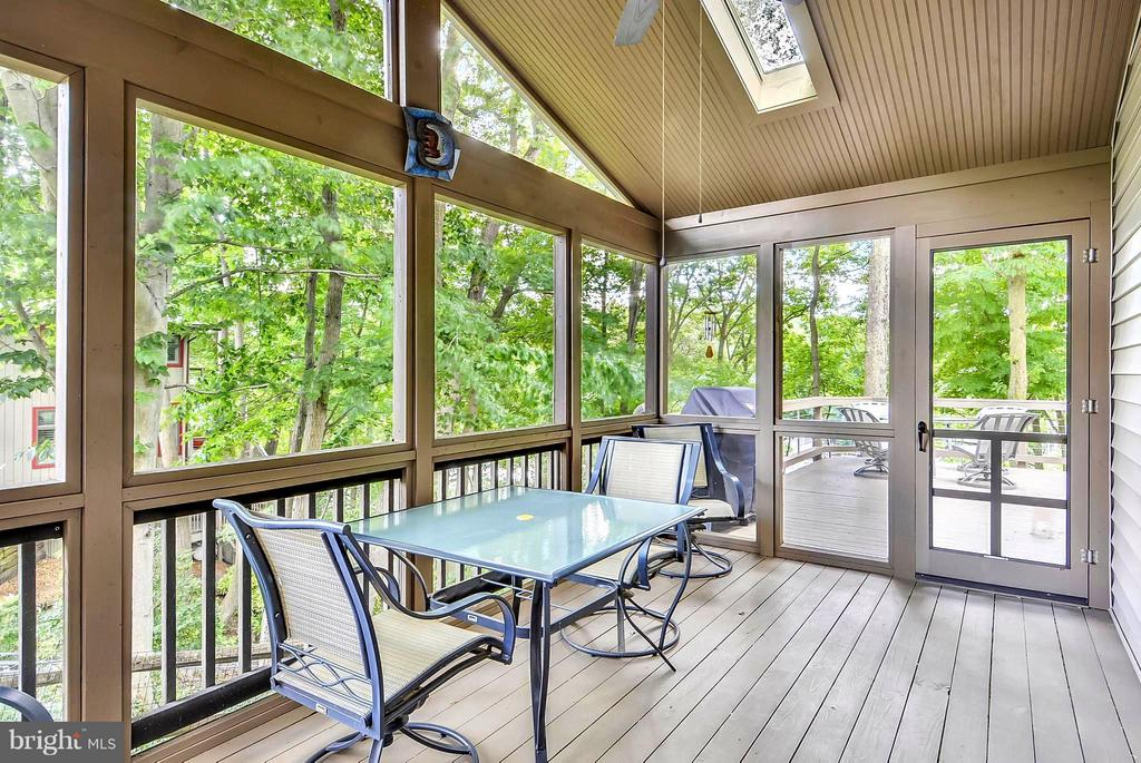 Screened Crab Feast Porch Adjoining Open Air Deck - 1584 LANCASTER GRN, ANNAPOLIS