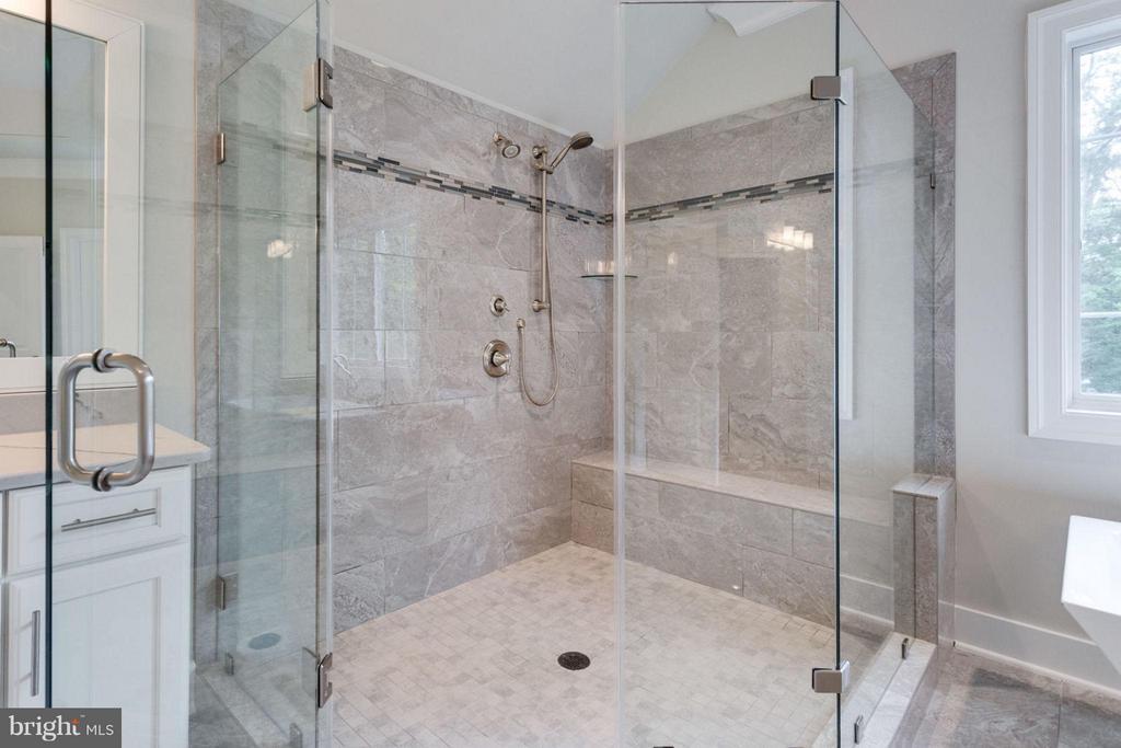Bath (Master) - 11004 TRADEWIND CT, OAKTON