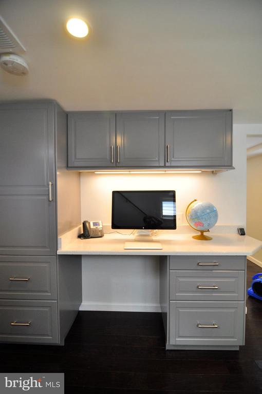 Built-in work station for home office or homework. - 50 FENWICK ST N, ARLINGTON