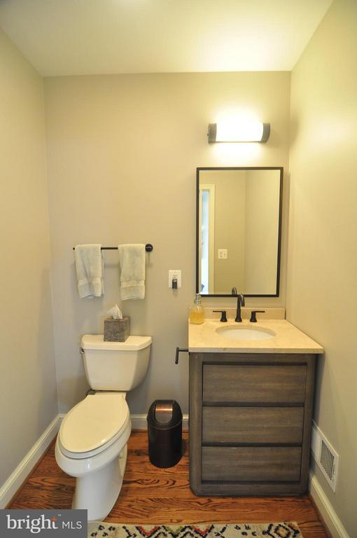 Newly updated powder room. - 50 FENWICK ST N, ARLINGTON