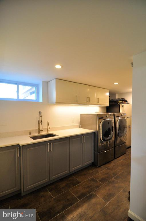 New laundry plus extra refrigerator/freezer. - 50 FENWICK ST N, ARLINGTON