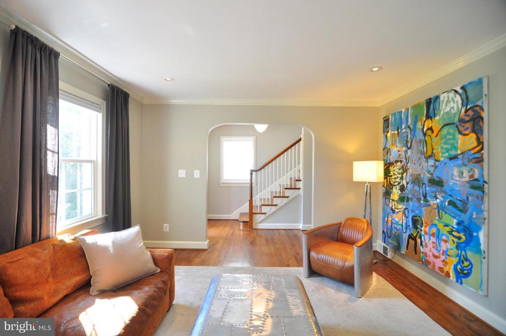 Great floor plan, great flow. - 50 FENWICK ST N, ARLINGTON