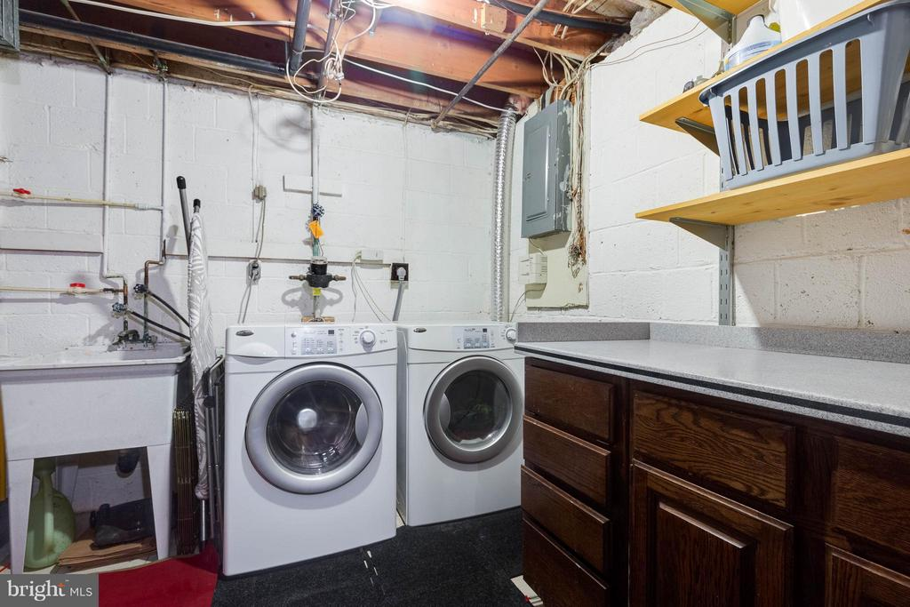 Laundry area is so functional! - 9535 BURDETT RD, BURKE
