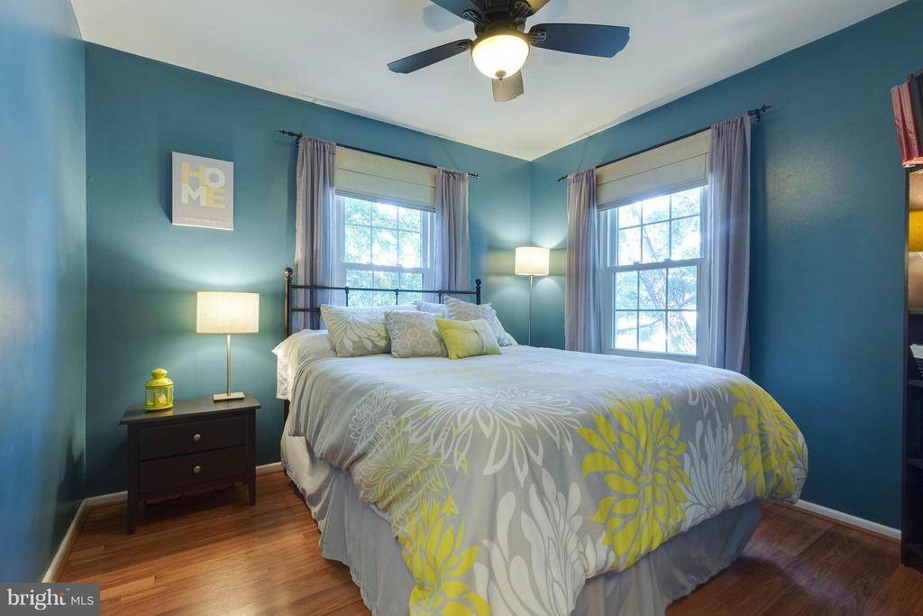 2nd bedroom is just wonderful! - 9535 BURDETT RD, BURKE