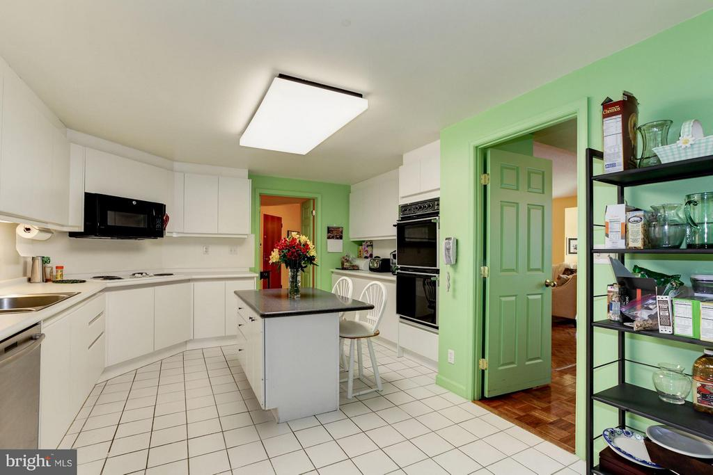 KITCHEN WITHCERAMIC TILED FLOOR - 5610 WISCONSIN AVE #406, CHEVY CHASE