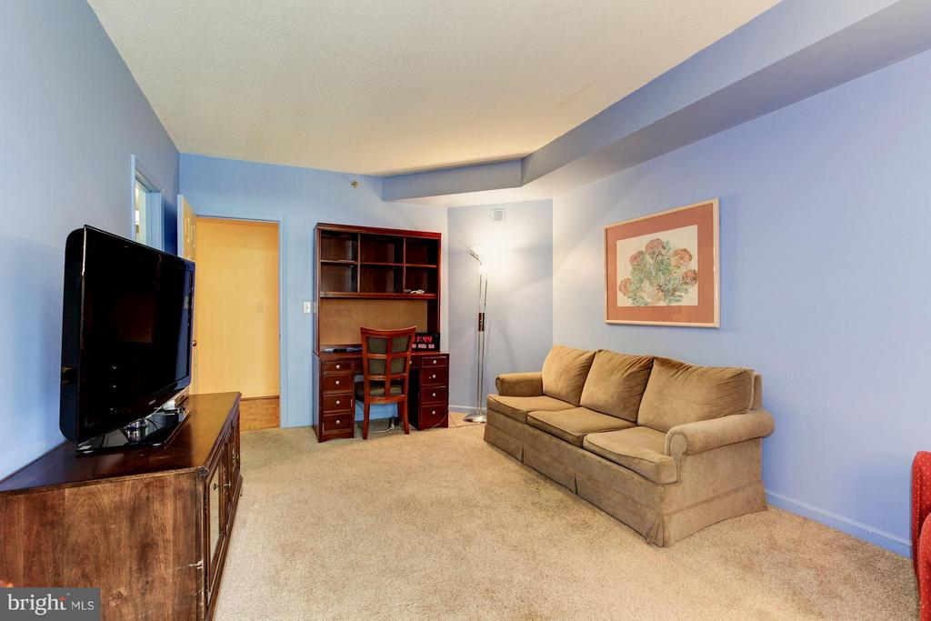 2ND BEDROOM HAS ACCESS DOOR TO BALCONY - 5610 WISCONSIN AVE #406, CHEVY CHASE