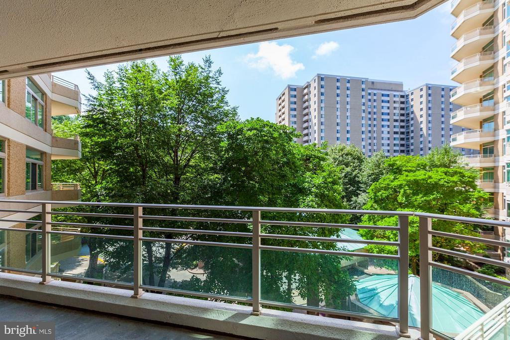 NICE TREED VIEWS - 5610 WISCONSIN AVE #406, CHEVY CHASE