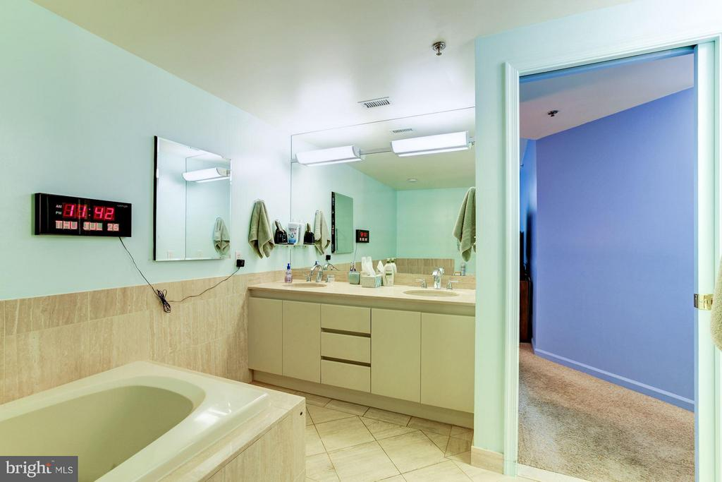MBATH WITH DOUBLE VANITY SINK - 5610 WISCONSIN AVE #406, CHEVY CHASE