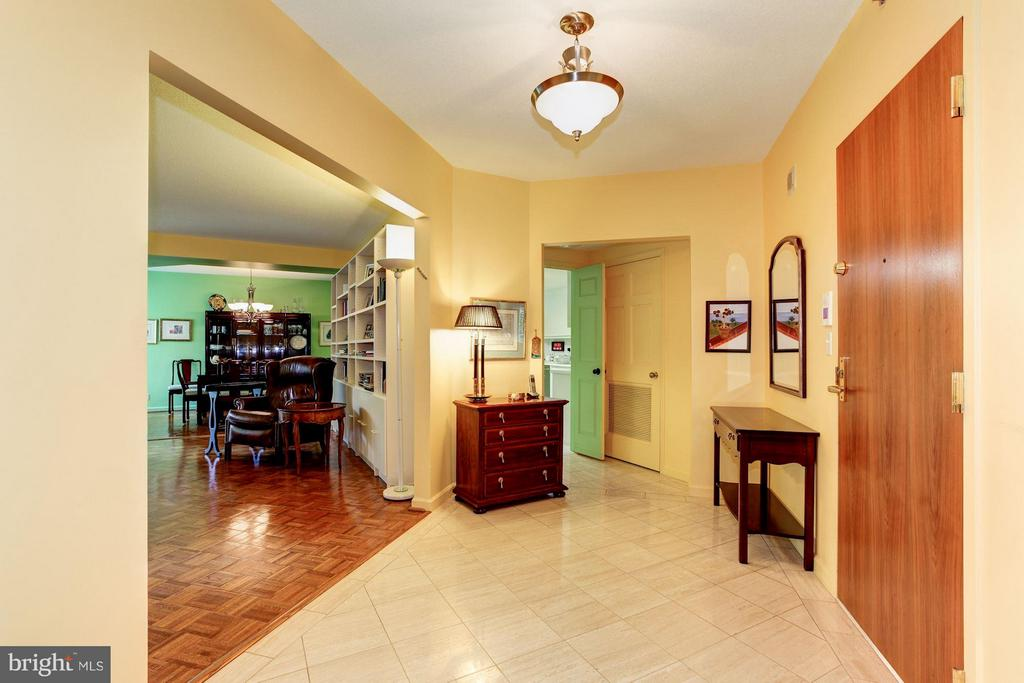 GRACIOUS FOYER ENTRY - 5610 WISCONSIN AVE #406, CHEVY CHASE