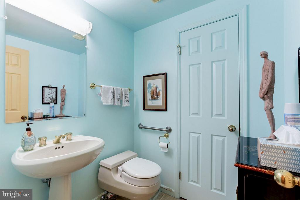 POWDER ROOM WITH STORAGE CLOSET - 5610 WISCONSIN AVE #406, CHEVY CHASE