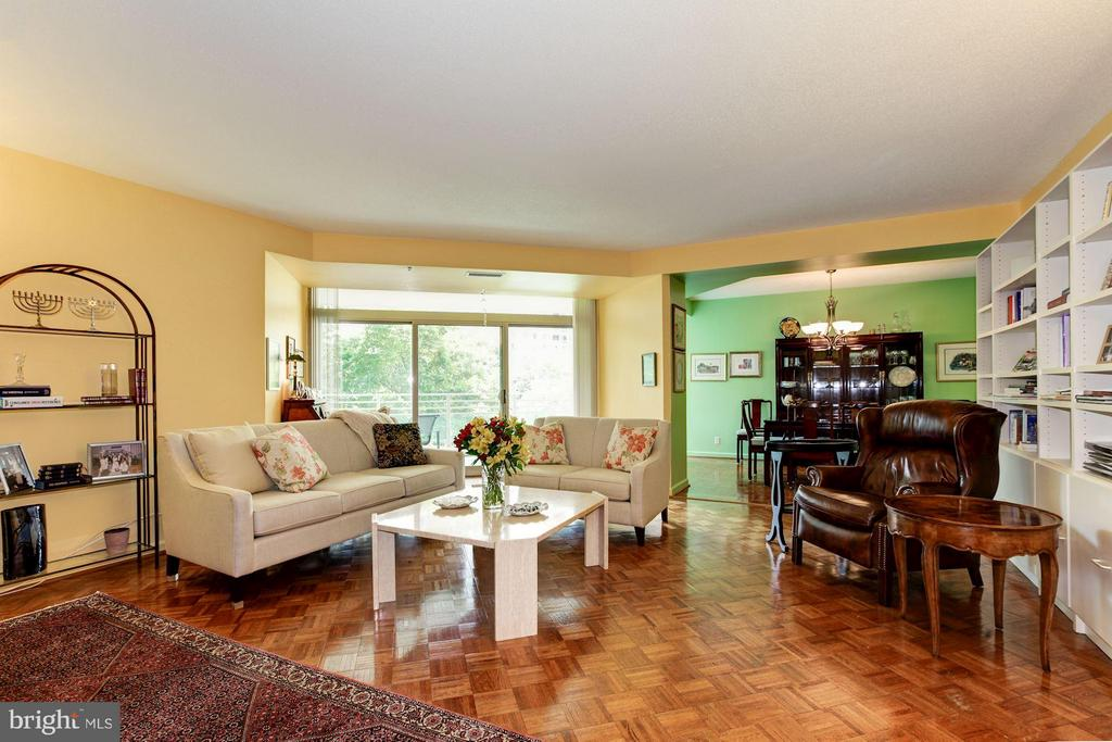 HUGE LIVING ROOM W/SLIDING DOOR TO BALCONY - 5610 WISCONSIN AVE #406, CHEVY CHASE