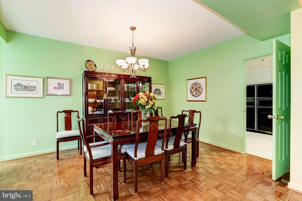DINING ROOM WITH CHANDELIER - 5610 WISCONSIN AVE #406, CHEVY CHASE
