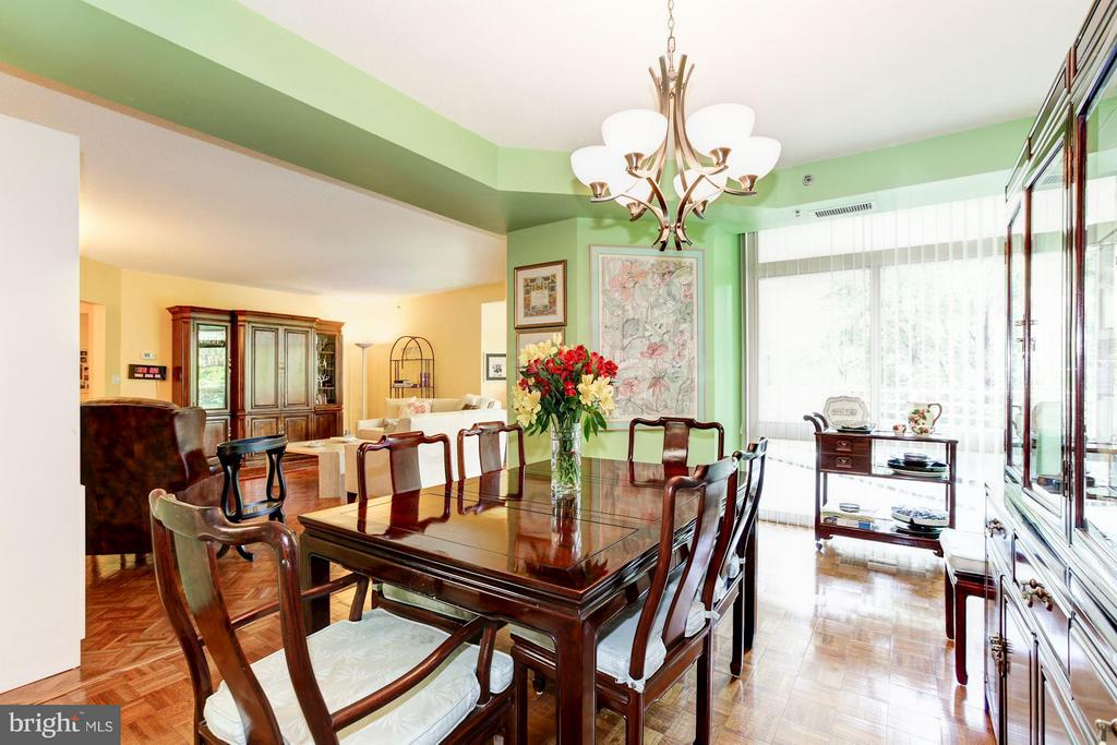 DINING ROOM WITH SLIDING DOOR TO BALCONY - 5610 WISCONSIN AVE #406, CHEVY CHASE