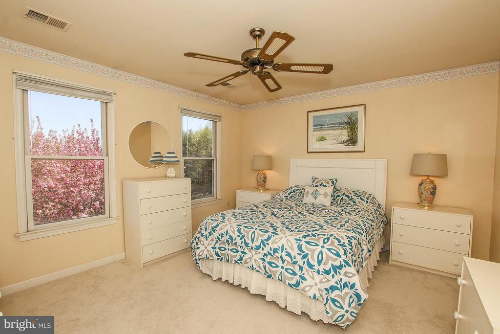 There are 3 additional bedrooms upstairs - 42064 BLACK WALNUT LN, LEESBURG