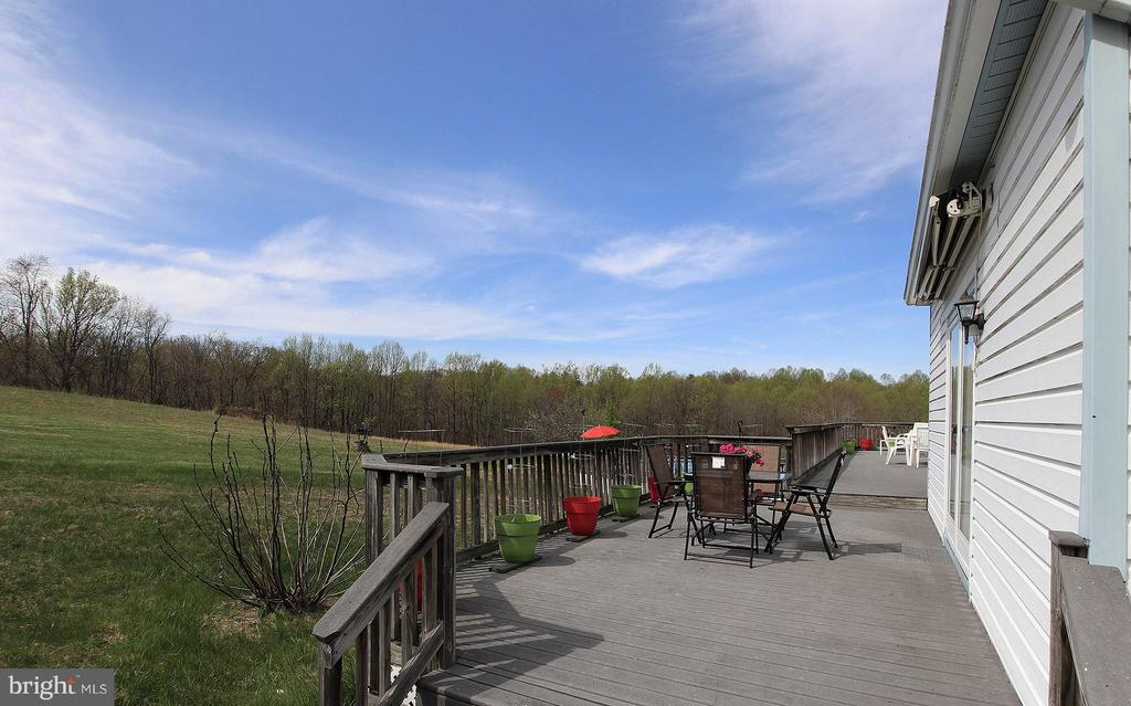 Large deck entire length of home & leads to pool - 42064 BLACK WALNUT LN, LEESBURG