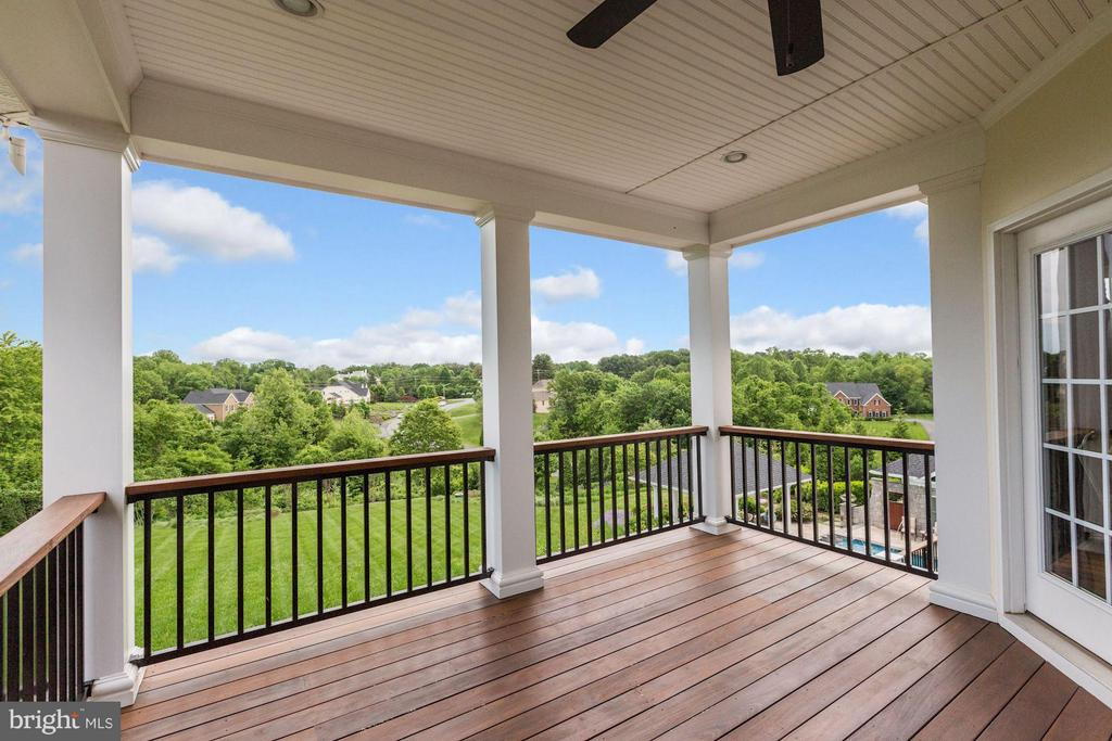 Deck off master bedroom - 1635 ADMIRALS HILL CT, VIENNA
