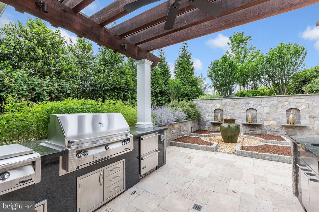 Outdoor Kitchen - 1635 ADMIRALS HILL CT, VIENNA