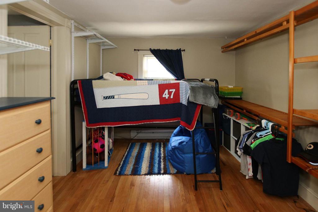 3rd bedroom with custom closet organizer - 6 D ST, BRUNSWICK
