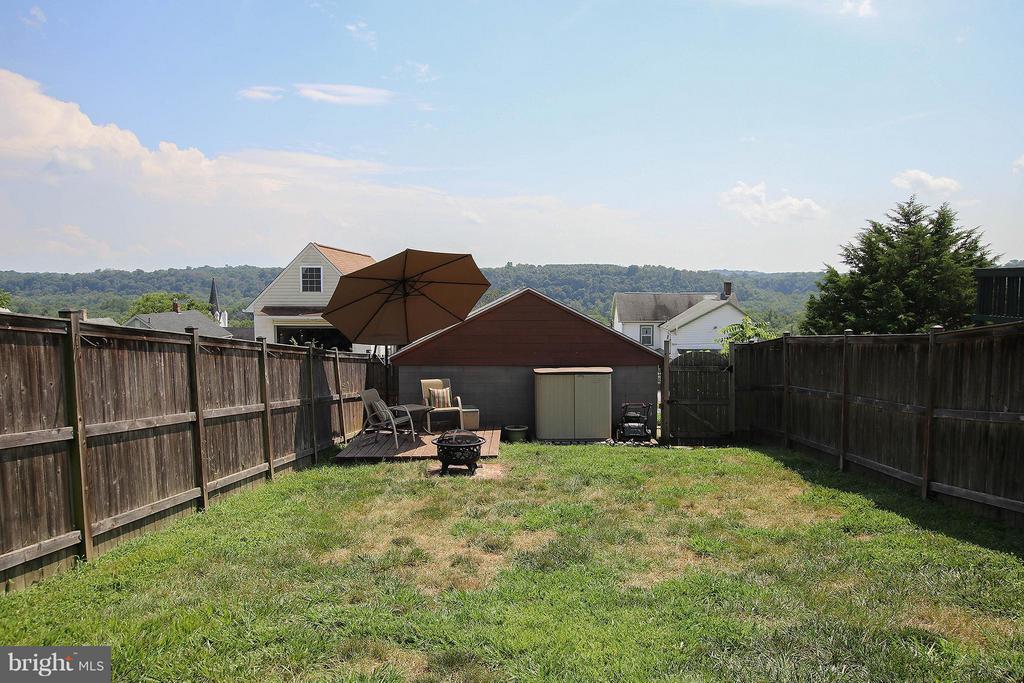 Fenced rear yard - 6 D ST, BRUNSWICK