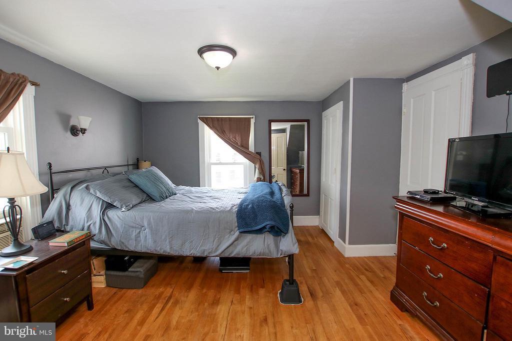 Upper level master suite - 6 D ST, BRUNSWICK