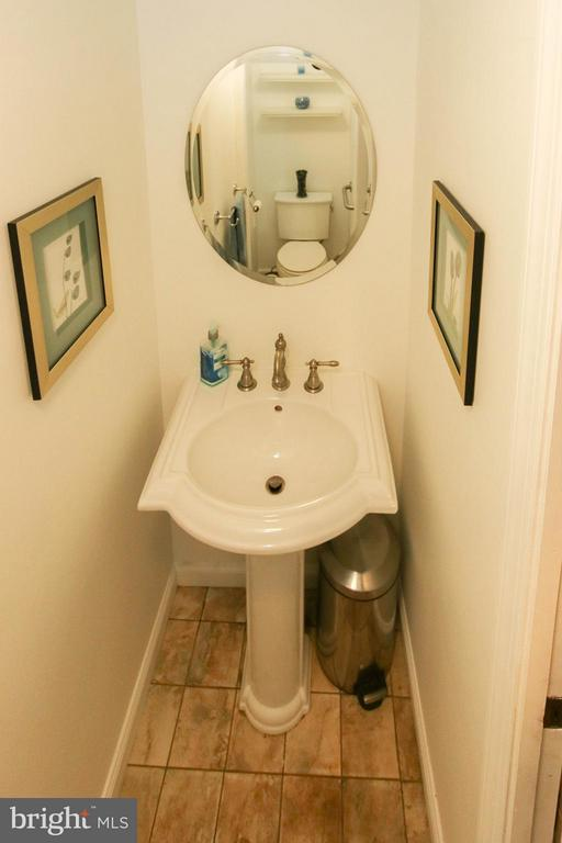 Updated hall bath - 6 D ST, BRUNSWICK
