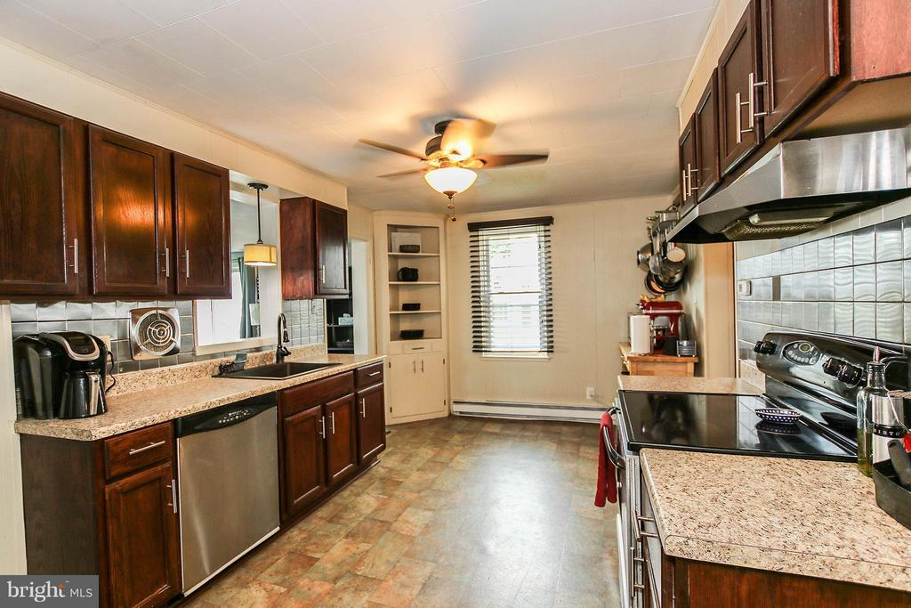 Remodeled kit offers new cabinets, and appliances - 6 D ST, BRUNSWICK