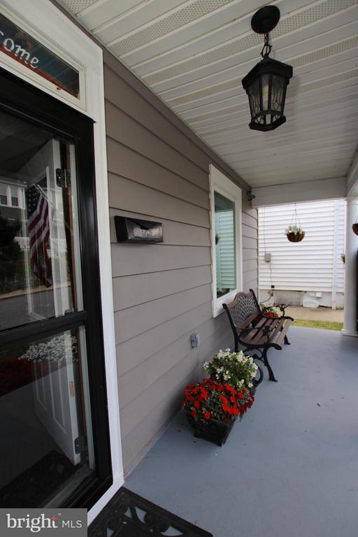 Cozy front porch - 6 D ST, BRUNSWICK