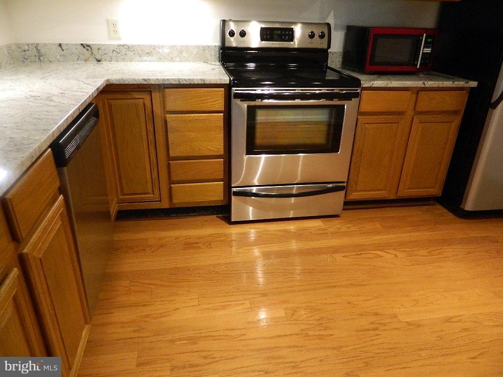 Kitchen - hardwood floors - 2220 SPRINGWOOD DR #109B, RESTON