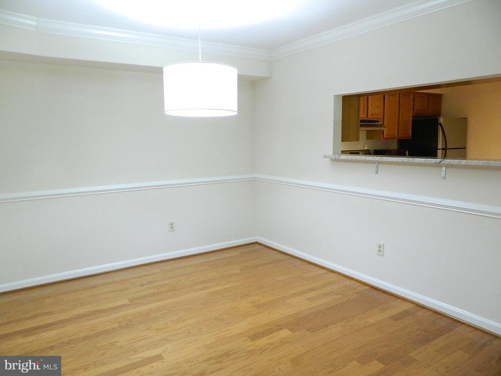 Dining Room - Hard wood floors - 2220 SPRINGWOOD DR #109B, RESTON