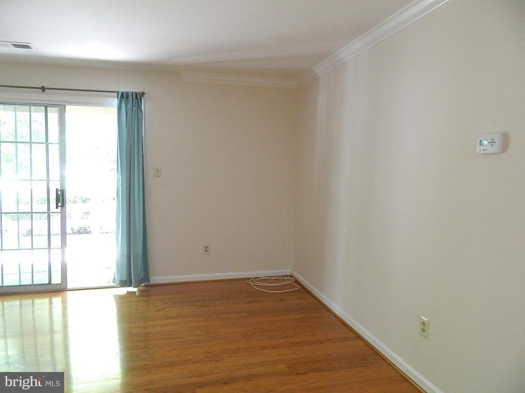 Living Room - Leading to Patio - 2220 SPRINGWOOD DR #109B, RESTON