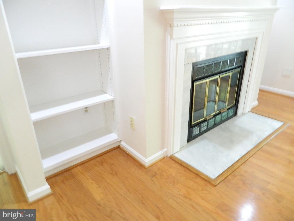 Fireplace stone mantel - 2220 SPRINGWOOD DR #109B, RESTON