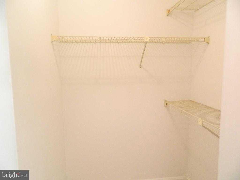 Bedroom (Master) - Walk in closet - 2220 SPRINGWOOD DR #109B, RESTON