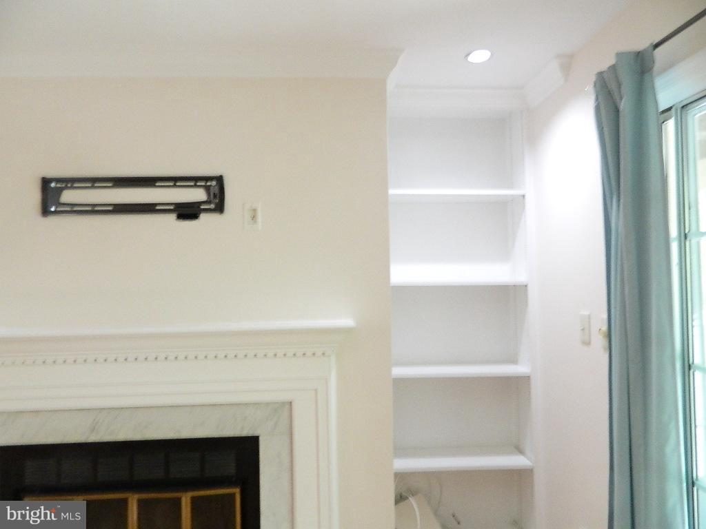 Living Room - Bookcase view - 2220 SPRINGWOOD DR #109B, RESTON