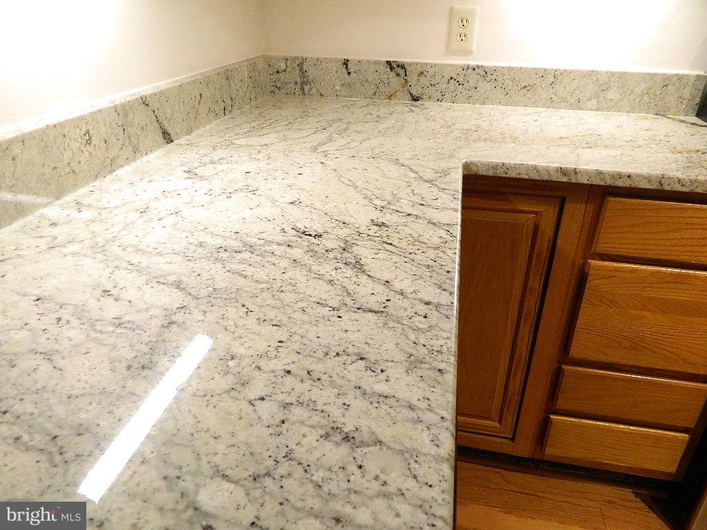Kitchen - Counter corner cabinets - 2220 SPRINGWOOD DR #109B, RESTON