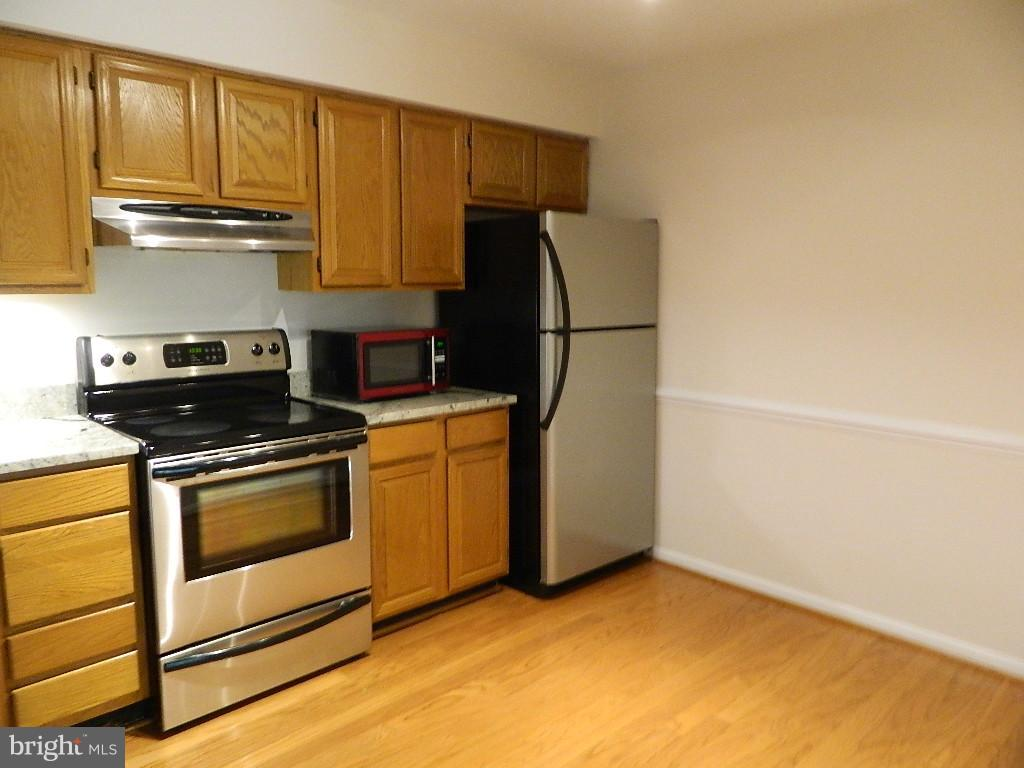 Kitchen - Stainless Appliances - 2220 SPRINGWOOD DR #109B, RESTON