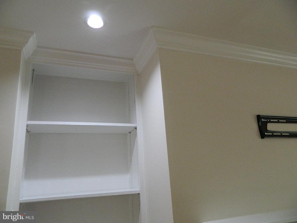 Living Room - Built-in Bookcase w/recess lights - 2220 SPRINGWOOD DR #109B, RESTON