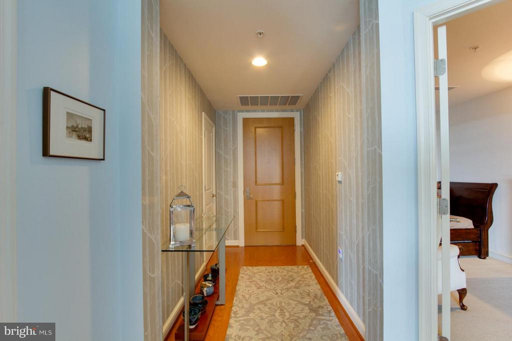 Entry - 11990 MARKET ST #1411, RESTON